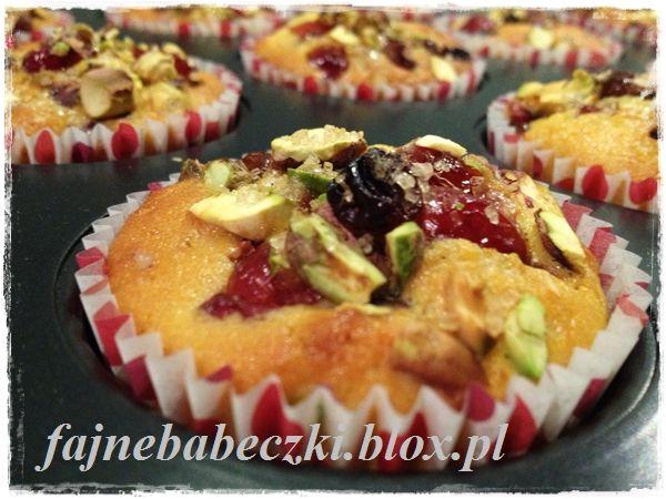 Muffinki pomarańczowe z żurawiną i orzechami pistacjowymi