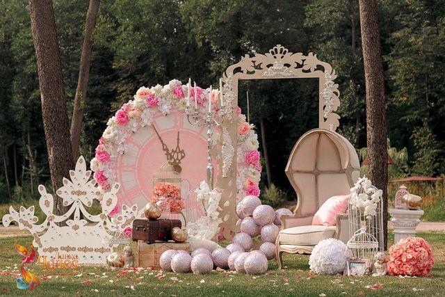 Фотозона на свадьбе от агентства Лавка чудес
