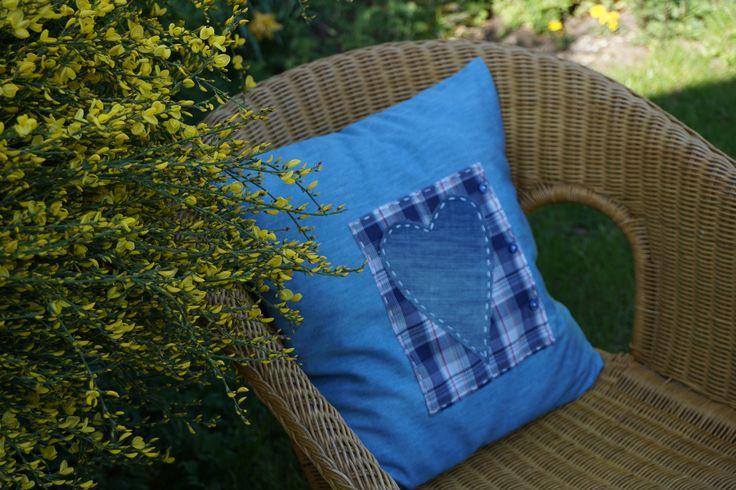 kwitnie już żarnowiec (poduszka - moja praca)