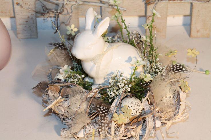 """Ostertischdeko - Oster-Tisch-Kranz """"Hasen,Blüten+Schmetterlinge"""" - ein Designerstück von Mia-Floristik bei DaWanda"""