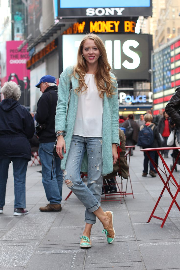 boyfriend jeans, blue coat and keds sneakers