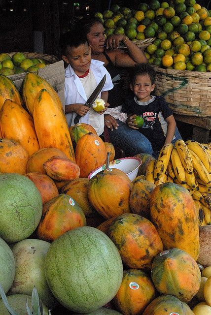 Papaya vendor and her children in Managua market, Nicaragua. Photo by luca.gargano, via Flickr (V)