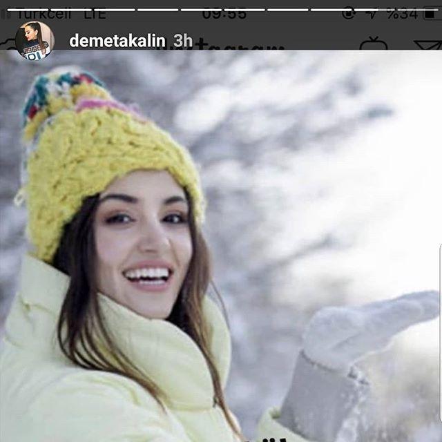 المغنية ديميت اكالين عبر ستوري الانستغرام قامت بتنزيل صورة هاندى ارشيل وكتبت ستتبرع لامها بالنخاع العظمي خلية جذعية ت Crochet Hats Winter Hats Crochet