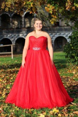 787dab431fb Červené dlouhé plesové společenské šaty pro plnoštíhlé. Ceny na  www.svatebninella.cz  plesovéšaty