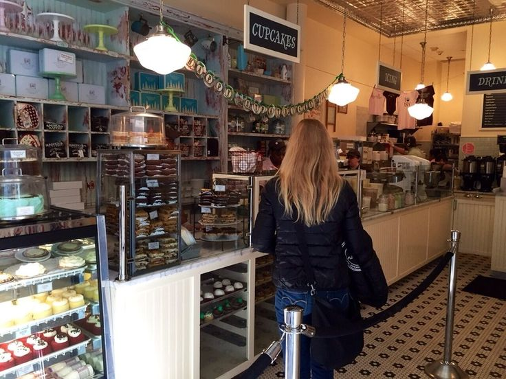 Newyorkcitytripper Esther at Magnolia Bakery in Bloomingdales in New York City.