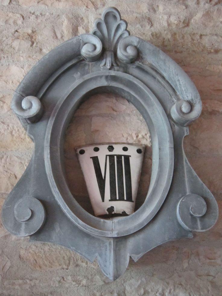 Oeil de boeuf et cartouche émaillée d'horloge d'église