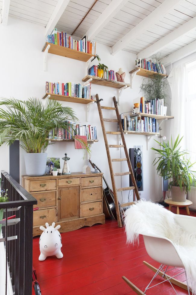 A home with red floors//my Scandinavian home