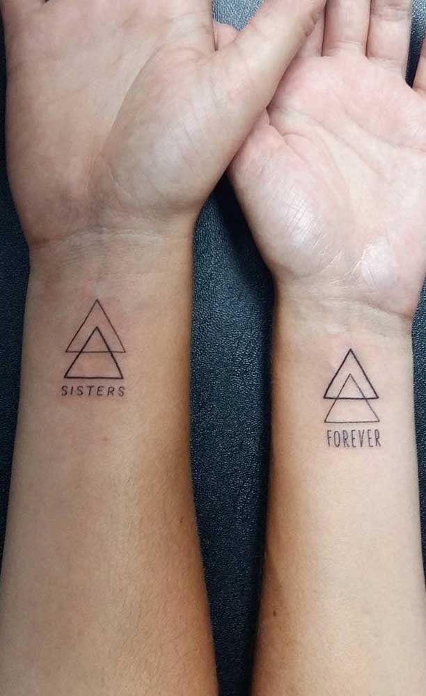 Tatuagem de irmãs: qual o significado, desenhos e fotos inspiradoras em 2020 | Tatuagem de irmãs, Tatuagem, Tatuagem triângulo