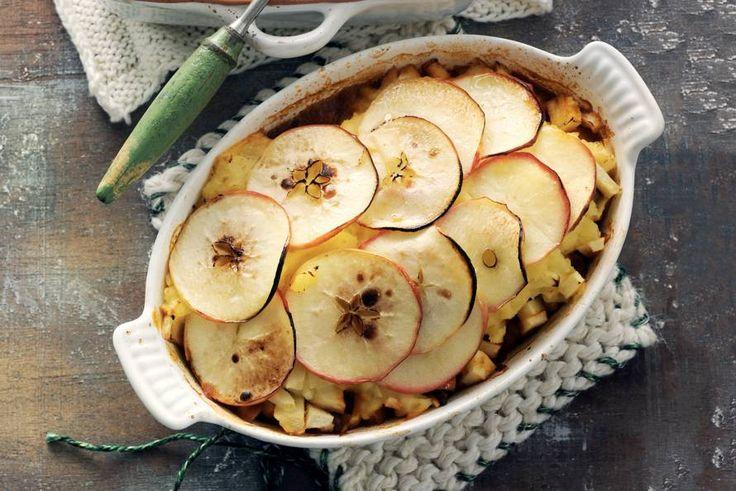 De schijfjes appel bovenop deze jachtschotel worden door de bereiding in de oven gedroogd en gaan daar extra zoet door smaken - Recept - Appeljachtschotel - Allerhande