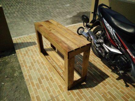 Dual Purpose Outdoor Pallet Bench/Shoe Rack