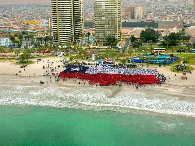 Linda foto playera con bandera y todo de Iquique enviada por Carol Gómez Castro.
