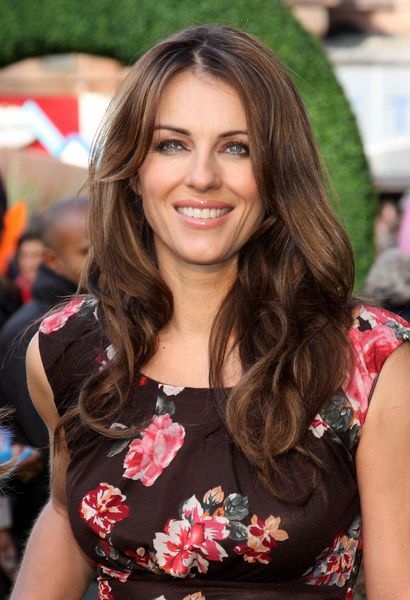 Elizabeth Hurleys gorgeous, wavy hairstyle