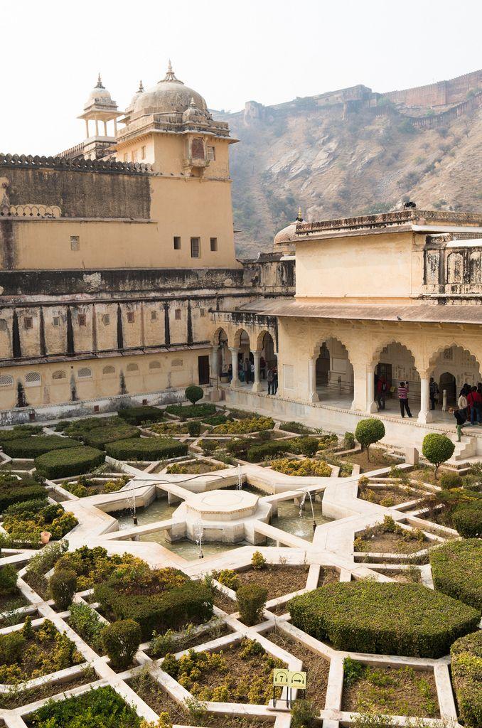 JOdha palace.. thebeautyoftheplanetearth: Amber Palace, Jaipur by  Nats Santivipanon