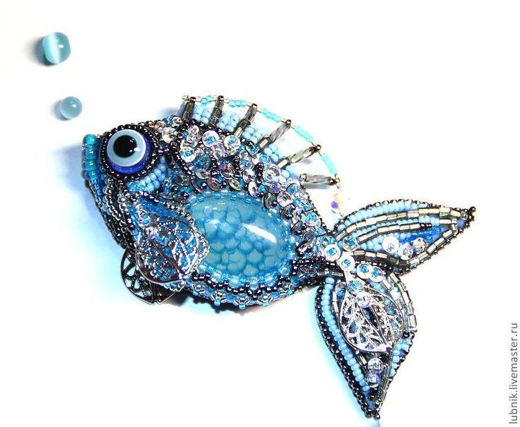 """Брошь """"Рыбка"""" - голубой,бисер,Вышивка бисером,пайетки,рыба,рыбка,чешуя"""