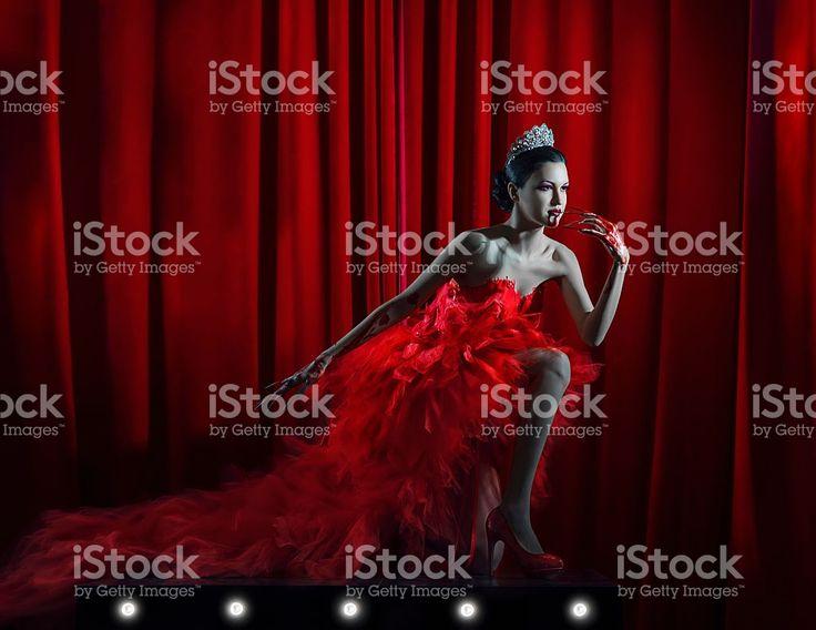 glamour vamp girl on the throne Стоковые фото Стоковая фотография