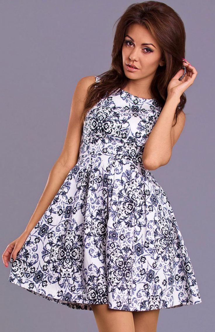 Emamoda Mandy sukienka czarna Niezwykle dziewczęca sukienka o rozkloszowanym fasonie.
