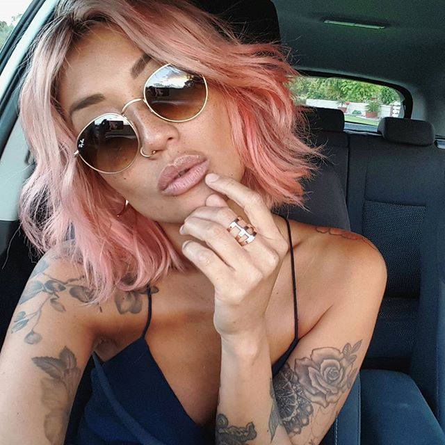 Rose Gold Hair and rounded sunglasses: http://www.smartbuyglasses.co.uk/designer-sunglasses/Ray-Ban/Ray-Ban-RB3447-Round-Metal-001-102731.html