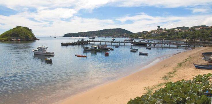 Buzios es un pequeño poblado pero con mucha actividad. Se puede practicar trekking, surf, kayac y hasta ¡tiene una playa nudista! Averigua qué atractivos puedes visitar en: http://www.rutas365.com/es-brasil-buzios-atractivos-turisticos/