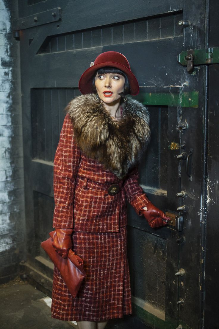 Essie Davis as Phryne Fisher | Miss Phryne Fisher (Essie Davis) in 'Blood At The Wheel' (Series 2 ...