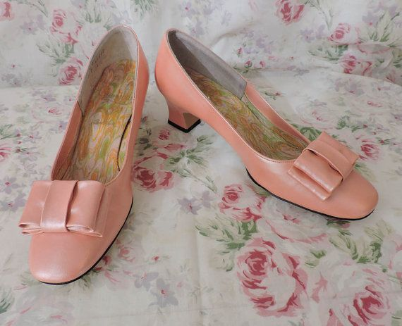 60s Shoes - Mod Pink Pumps - Unworn - Pearlized - Gaymode Brand - Large Bow Decor - Chunky Heels - Slip Ons - Excellent Condition - Small