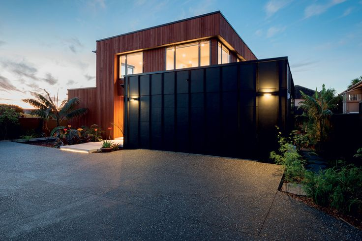 Western red cedar contrasts with the black Hardiflex panels, bringing a natural warmth to the scheme.