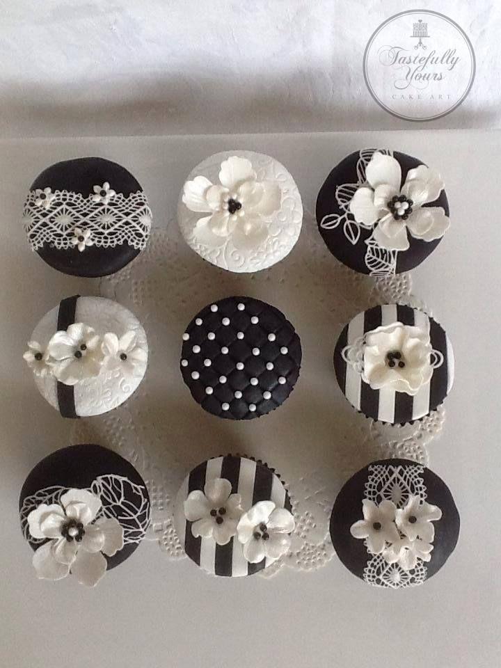 Cupcakes blancas y negras