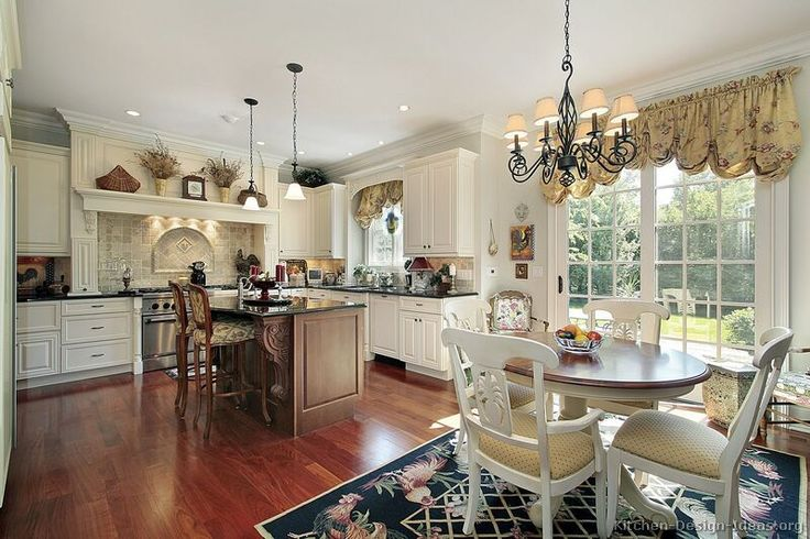 Traditional Two-Tone Kitchen Cabinets #72 (Kitchen-Design-Ideas.org)