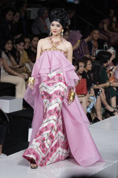 Women's fashion by Denny Wirawan