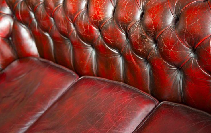 Comment nettoyer son canapé en cuir pour retrouver sa couleur d'originenoté 3.3 - 26 votes Vous voulez rénover le cuir de votre canapé et retrouver la couleur d'origine de votre sofa? Nous avons l'astuce! Il vous faut: – un gant de toilette – du savon de Marseille – un chiffon propre en microfibre ou en …