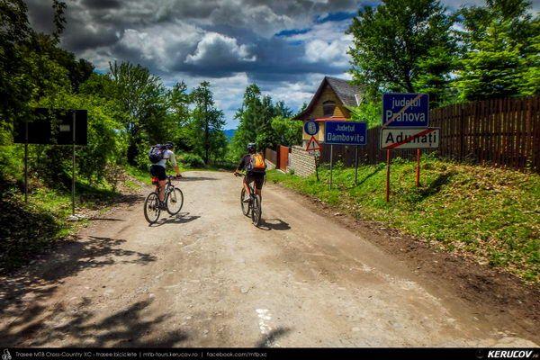 Traseu cu bicicleta MTB XC Breaza - Costisata - Bezdead - Miculesti - Sultanu - Campina, Judetul Dambovita, Romania. Primavara prin Prahova si Dambovita. Contratimp. Pe biciclete. Din Breaza, prin Bezdead, urcand Sultanu pana in Campina. Ritm sustinut. Urcari grele si coborari in viteza. Verde crud si sate adormite. Multumiri VOKAL MTB Team! Duminica dimineata. Ora 7. I (...)