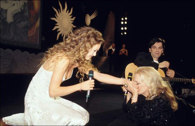 Vanessa Paradis, toute bouclée au naturelFRANCE - MAY 17: Cannes 95: Opening Gala ** EMBARGO N? 24** in Cannes, France on May 17, 1995-Vanessa Paradis and Jeanne Moreau. (Photo by Pool BENAINOUS/DUCLOS/Gamma-Rapho via Getty Images)