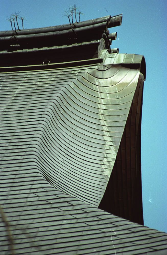 茅葺き型銅板屋根