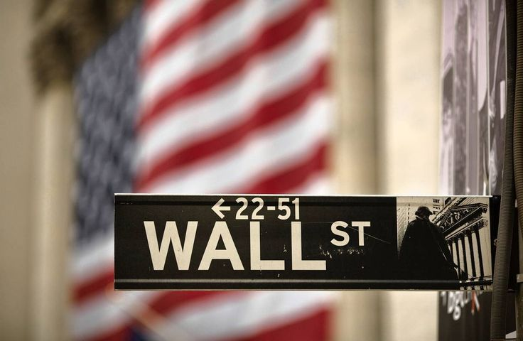 UNITED STATES –Wall Street fell from record highs on Monday, with the Standard & Poor's 500 index hitting its biggest one-day drop in nearly five months on the back of falling Apple shares. The Dow Jones industrial average <.DJI> was down 177.23 points, or 0.67 percent, at ...