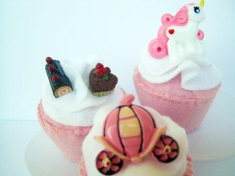 Filc süti, cupcake hercegnőknek, Baba-mama-gyerek, Játék, Dekoráció, Baba, babaház, Meska