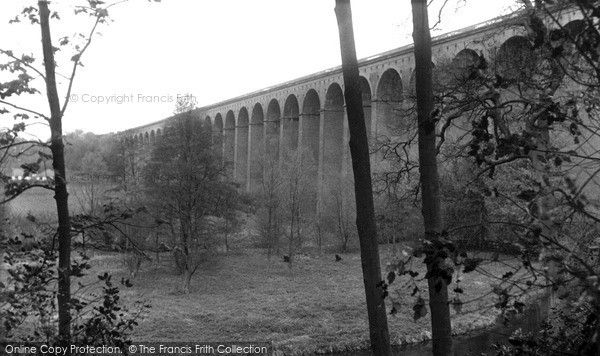 Digswell, the Viaduct c1960. The 1560ft-long Welwyn viaduct at Digswell carries the London to Peterborough railway 100ft above the River Mimram a mile or so north of Welwyn Garden City. #viaducts #Digswell