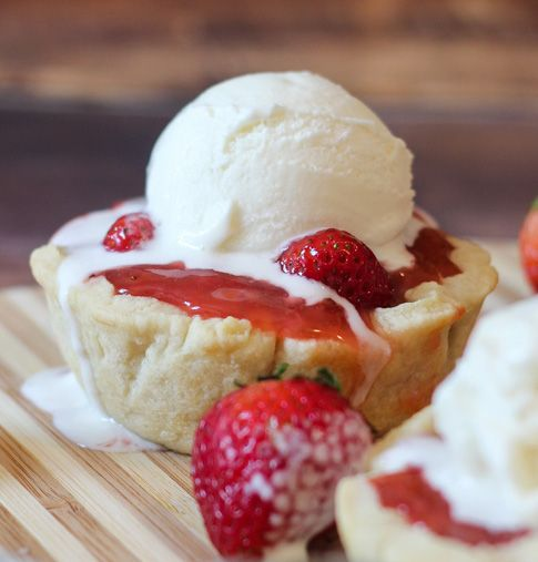 "Adorable! Cake Boss #SummerSundae blogger, @1momof5, from the blog ""Better in Bulk"", has shared a true summer sundae treat – Mini Fresh Strawberry Pies a la Mode. Click on the image for the recipe."
