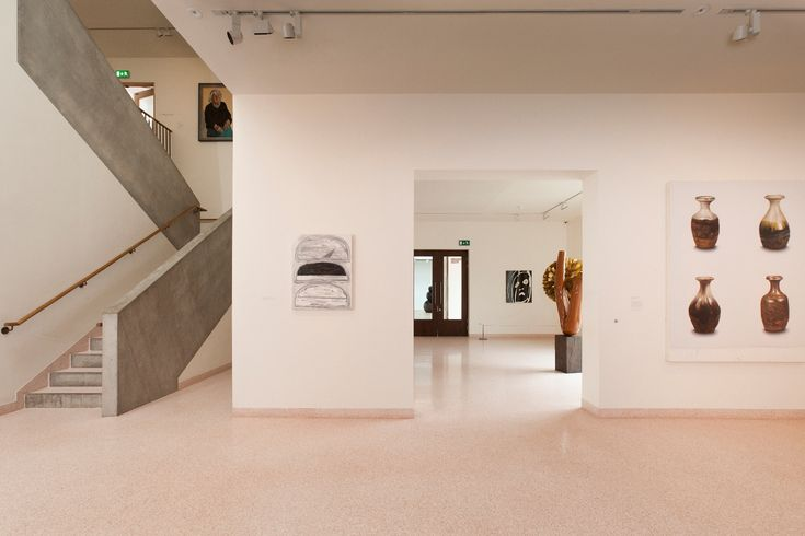 This beige coloured resin flooring extenuates the interior space effectively.