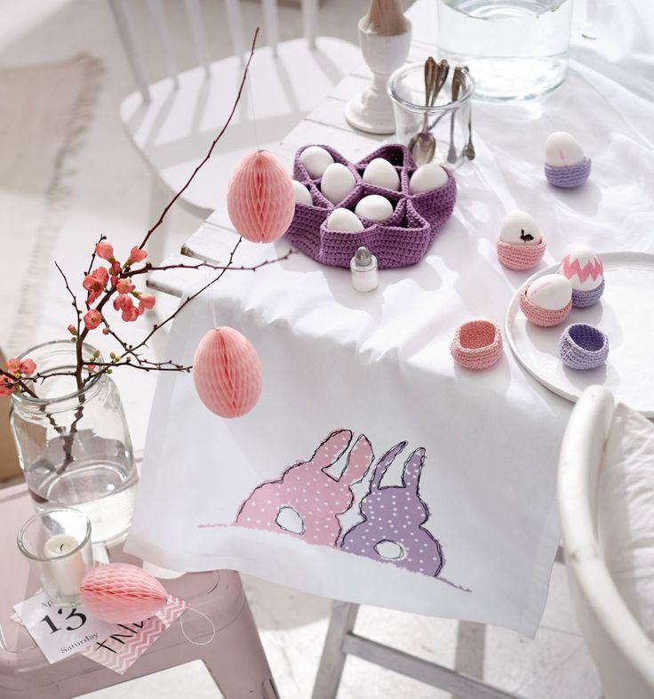 Für frühlingsfrisches Retro-Flair auf dem Frühstückstisch sorgen diese niedlich bunten Accessoires. #eierbecher #häkeln #frühlingsgefühle