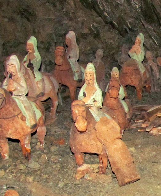 Moğolistan Ötüken Havzasında Bulunan 1500 yıllık Göktürk Mezarı Buluntuları.