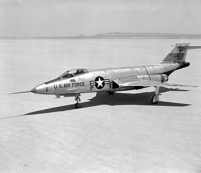 #OTD First flight of McDonnell F-101 Voodoo on 20 October 1948. USAF #McDonnell #F101Voodoo #fighter #military #aviation #aeroausmag #avg ...