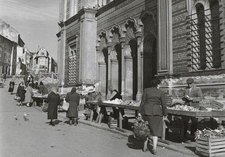 Web umenia | Pavol Poljak - Bratislava. Trh pred židovskou synagógou