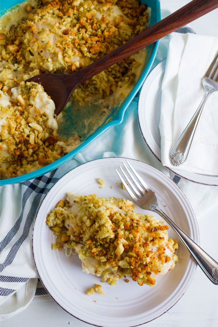 Cordon Bleu Casserole- an easy to whip up dinner recipe that your family will love! from thirtyhandmadedays.com