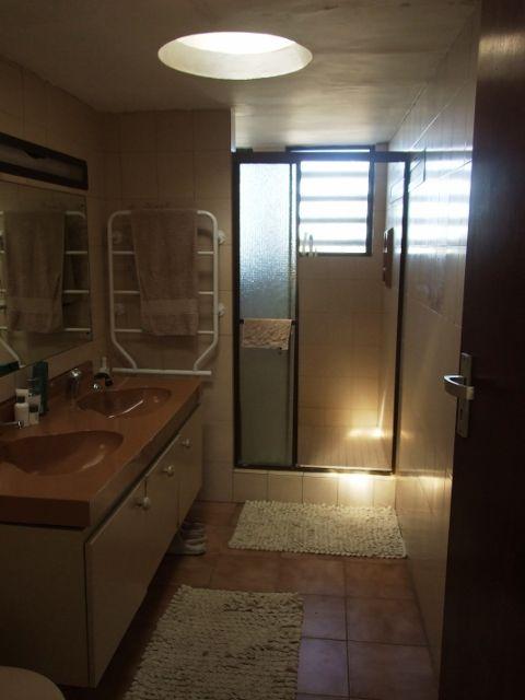 His & Her en-suite bathroom