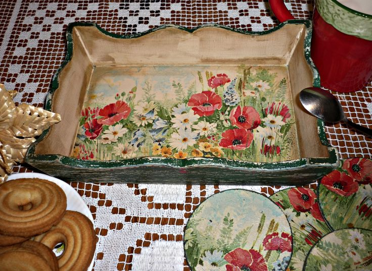 Decoupage tray. Find me on facebook: www.facebook.com/Crishdm