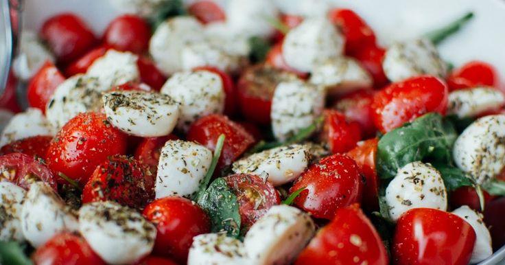 Καλοκαιρινές σαλάτες με ντομάτα: Οι συνταγές που πρέπει να δοκιμάσεις!