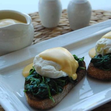 Easy Lemony Hollandaise Sauce- this is so fast to make! I just used my Magic Bullet