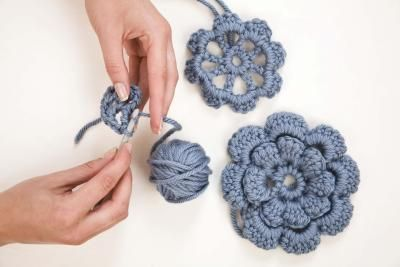 How to Crochet Flowers (free easy pattern)