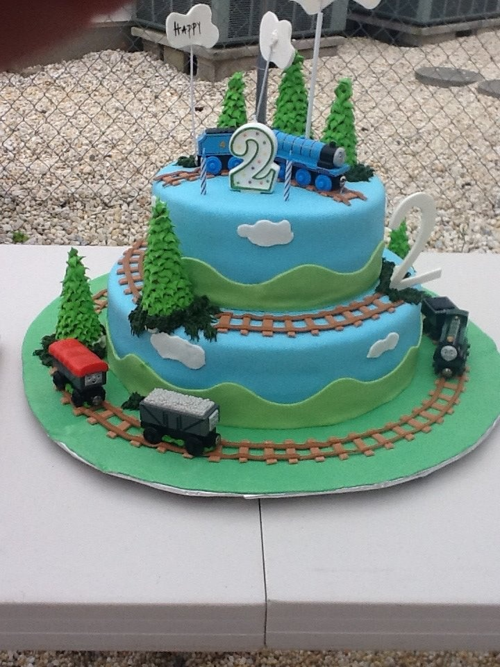 Train Cake..this is effective, but easy enough.
