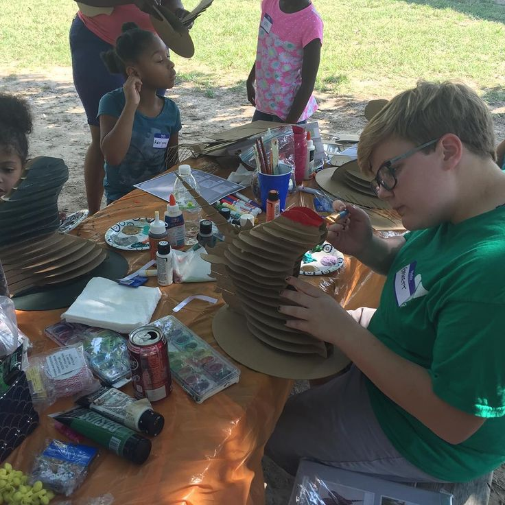 The art projects made during the Nextdoor Picnic yesterday were so fun! Here are some of the designers making unicorns, bears and giraffes! #dcwv #community #artproject #citypark #stlouis #midwest #artinthepark
