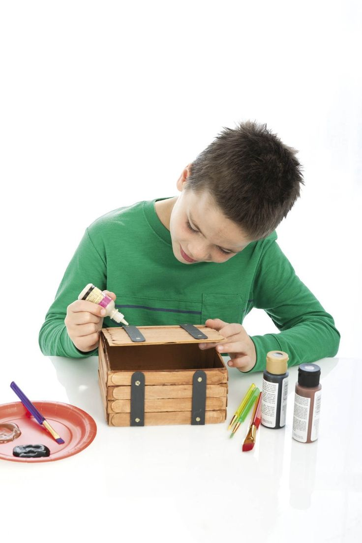 Easy Wood Crafts - Give a kid a handful of wooden craft supplies and watch the magic happen! Suddenly those plain craft sticks, clothespins, and other pieces become treasure chests, airplanes, picture frames, prancing reindeer, and so much more. With Easy Wood Crafts to guide them, boys and girls will have loads of fun creating unique toys and gifts. Projects include a Treasure Chest, Dog Photo Frame, Cat Photo Frame, American Flag Ornament, Reindeer Ornament, Clothespin Cheerleader…